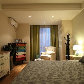 110平田园三居室装修卧室布置图