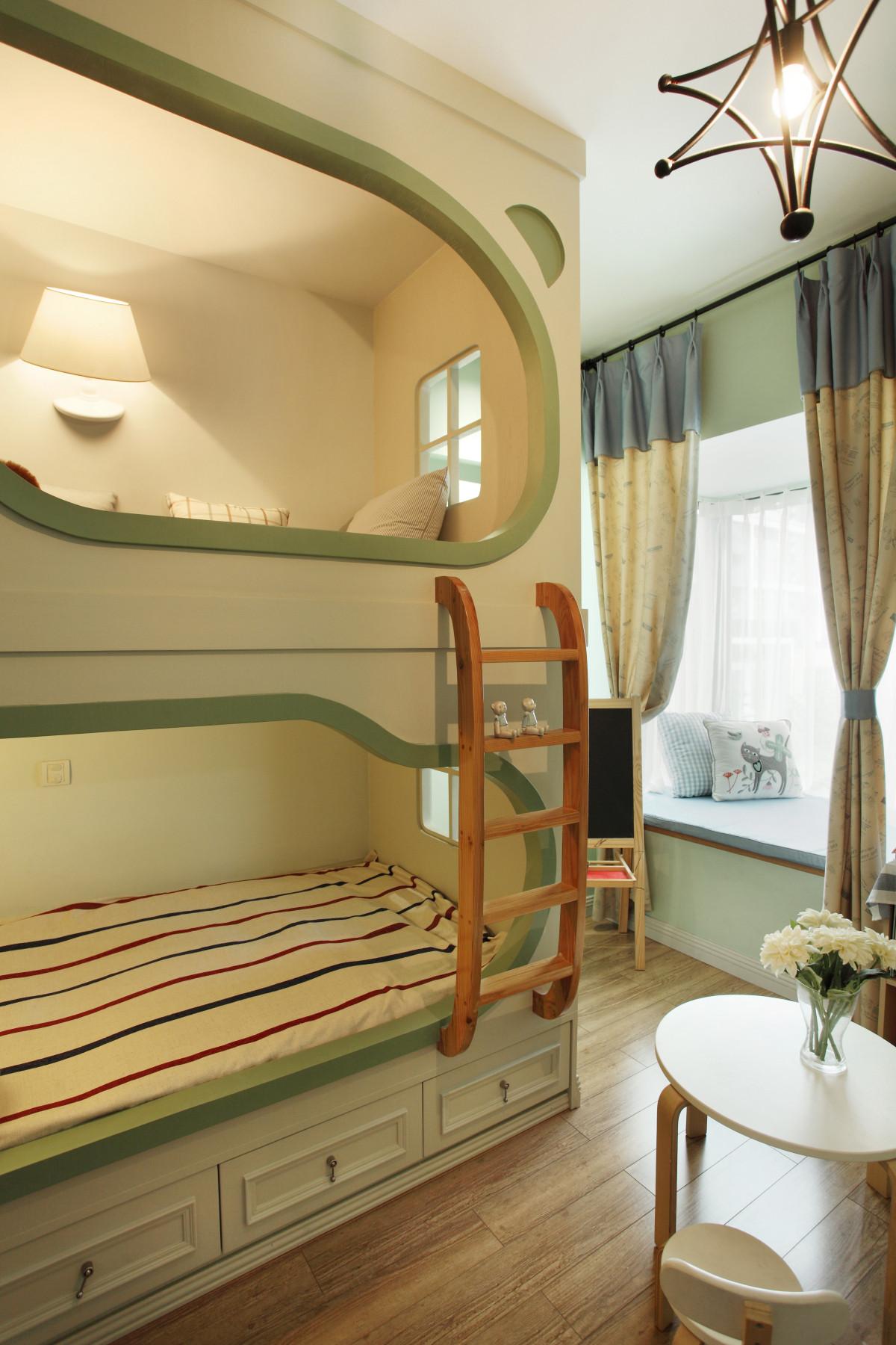 混搭风三居装修儿童床设计