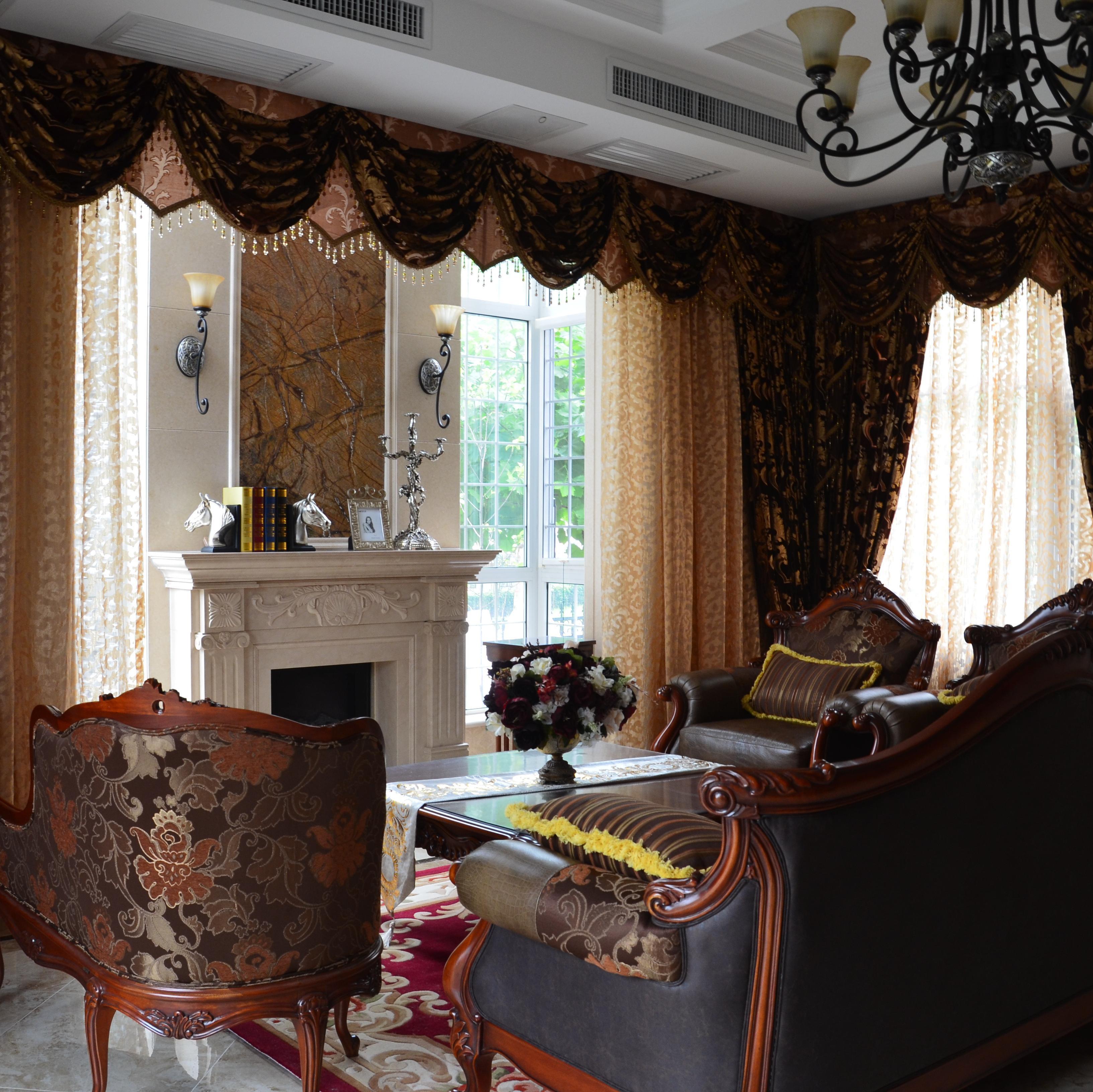 经典欧式风别墅装修客厅布置图