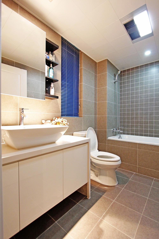 110㎡现代混搭三居装修卫生间装潢图