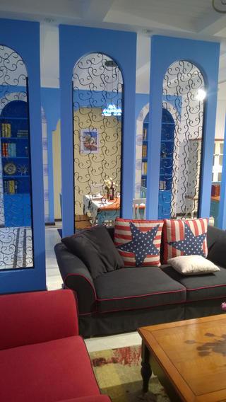 地中海两居室装修沙发背景墙设计
