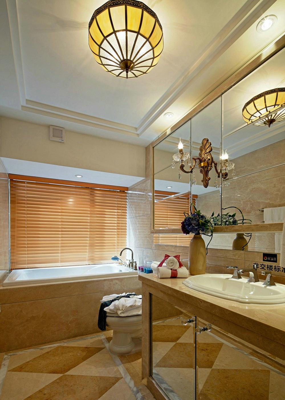 大户型美式风格装修卫生间装潢图