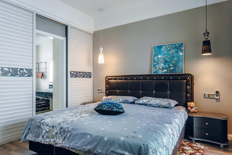现代简约三居室装修卧室背景墙图片