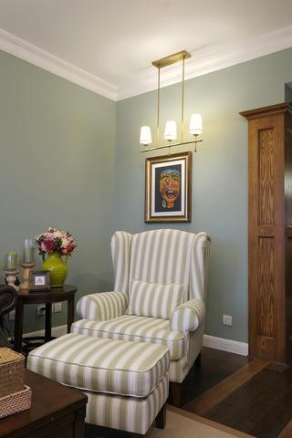 简美风格三居装修客厅一角