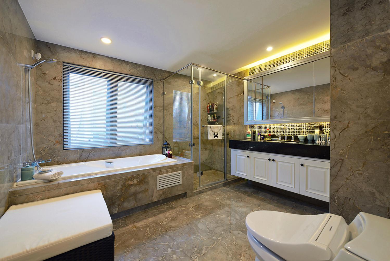大户型现代美式装修卫生间装潢图