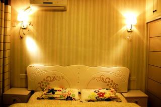 100平简约风格三居装修床头背景墙图片