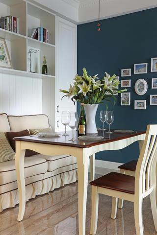 110㎡三居室美式装修餐桌椅图片