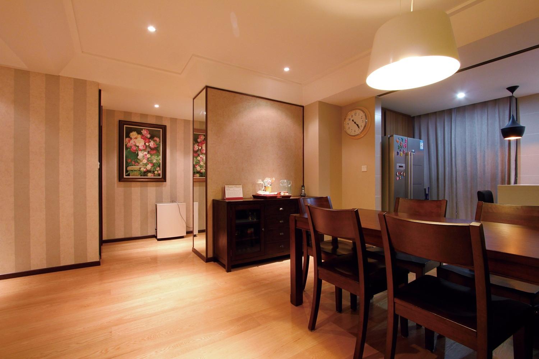 现代四居室装修餐桌椅图片