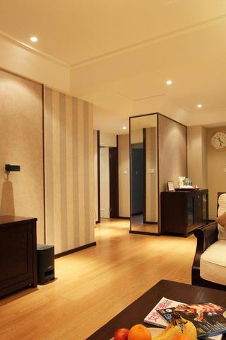 现代四居室装修客厅过道