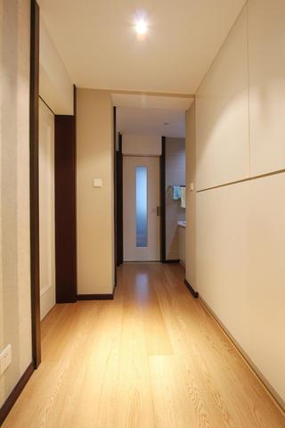 现代四居室装修走廊图片
