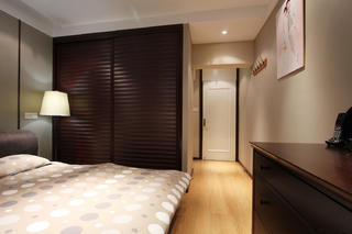 现代四居室装修衣柜设计