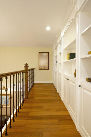 复式美式装修楼梯走廊设计