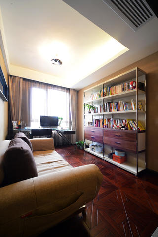 现代简约三居室书房布置图