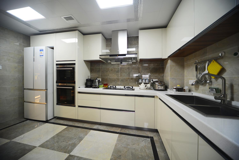现代简约三居室厨房设计图