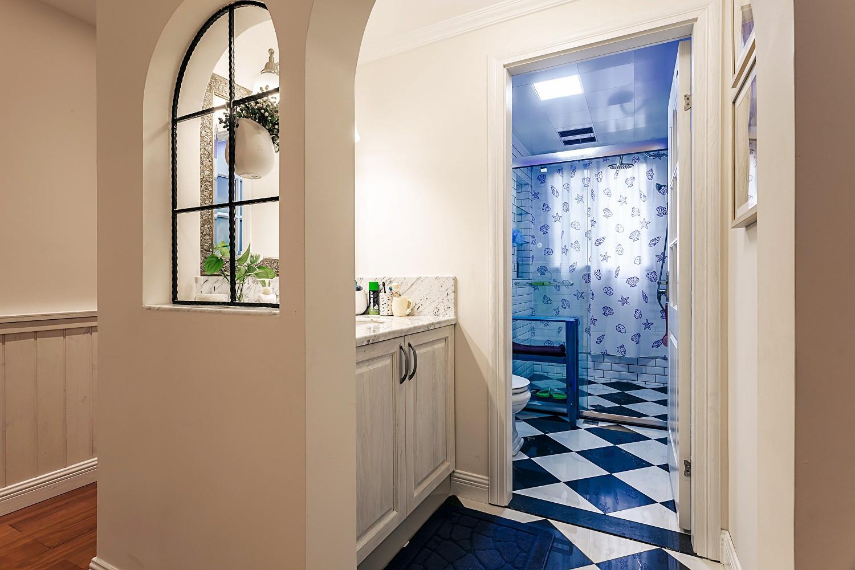 三居室美式公寓装修卫生间布局图