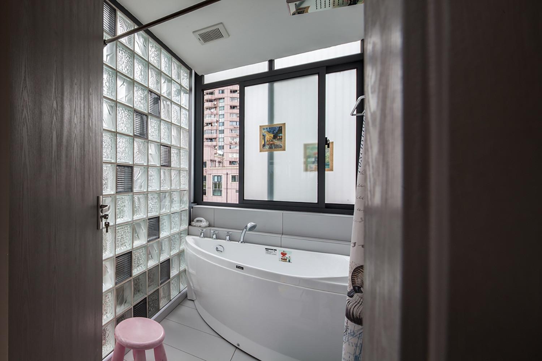 简约风三居之家浴缸设计