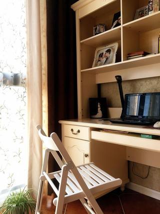 小户型简美两居装修书桌图片