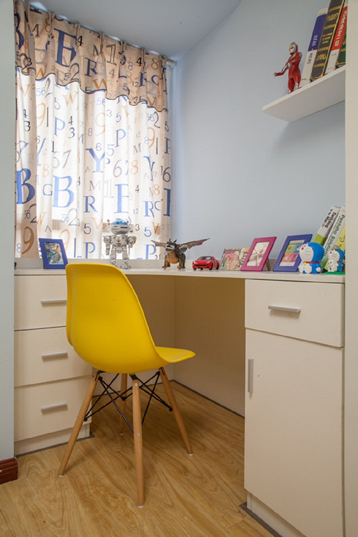 小户型彩色宜家混搭装修书桌图片