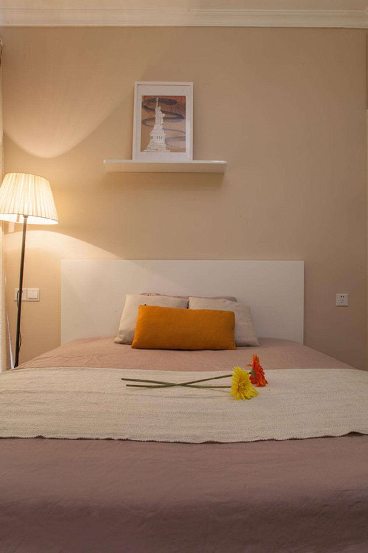 小户型彩色宜家混搭装修卧室背景墙图片