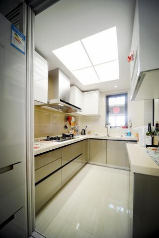 100平现代简约两居室装修厨房设计图