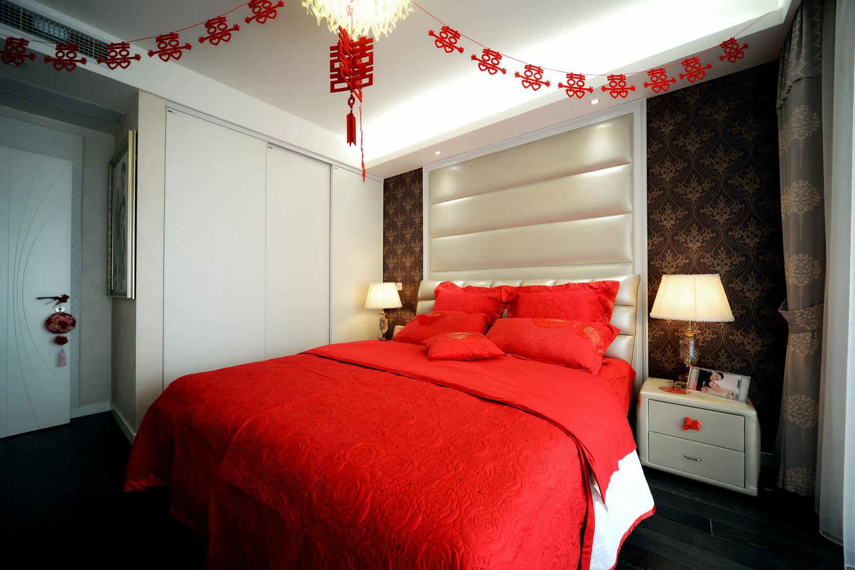 100平现代简约两居室装修卧室搭配图