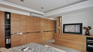 140平现代风格三居装修衣柜设计