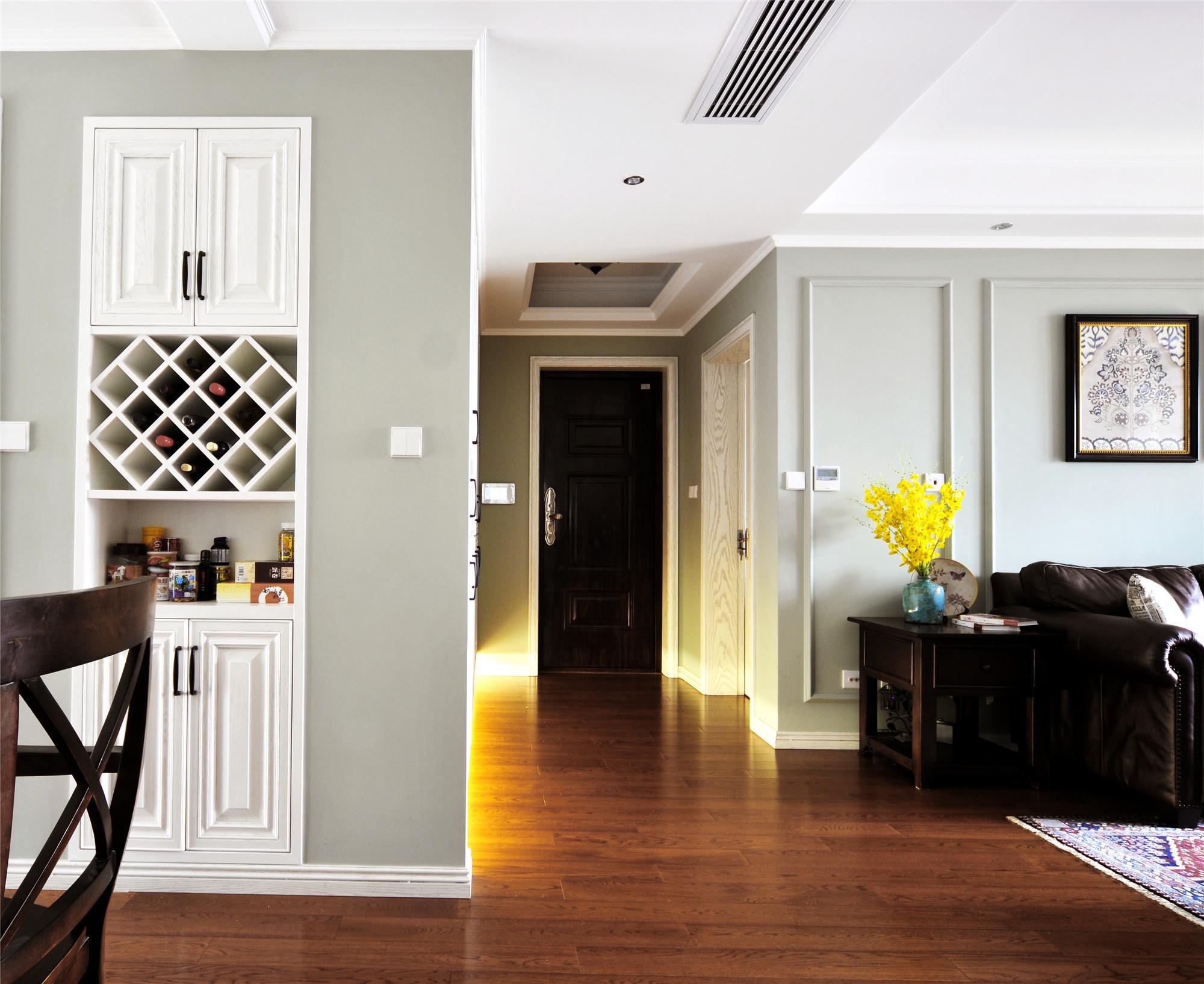 140平复古美式三居装修酒柜设计