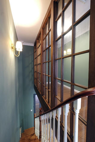 大户型简约美式风装修楼梯图片