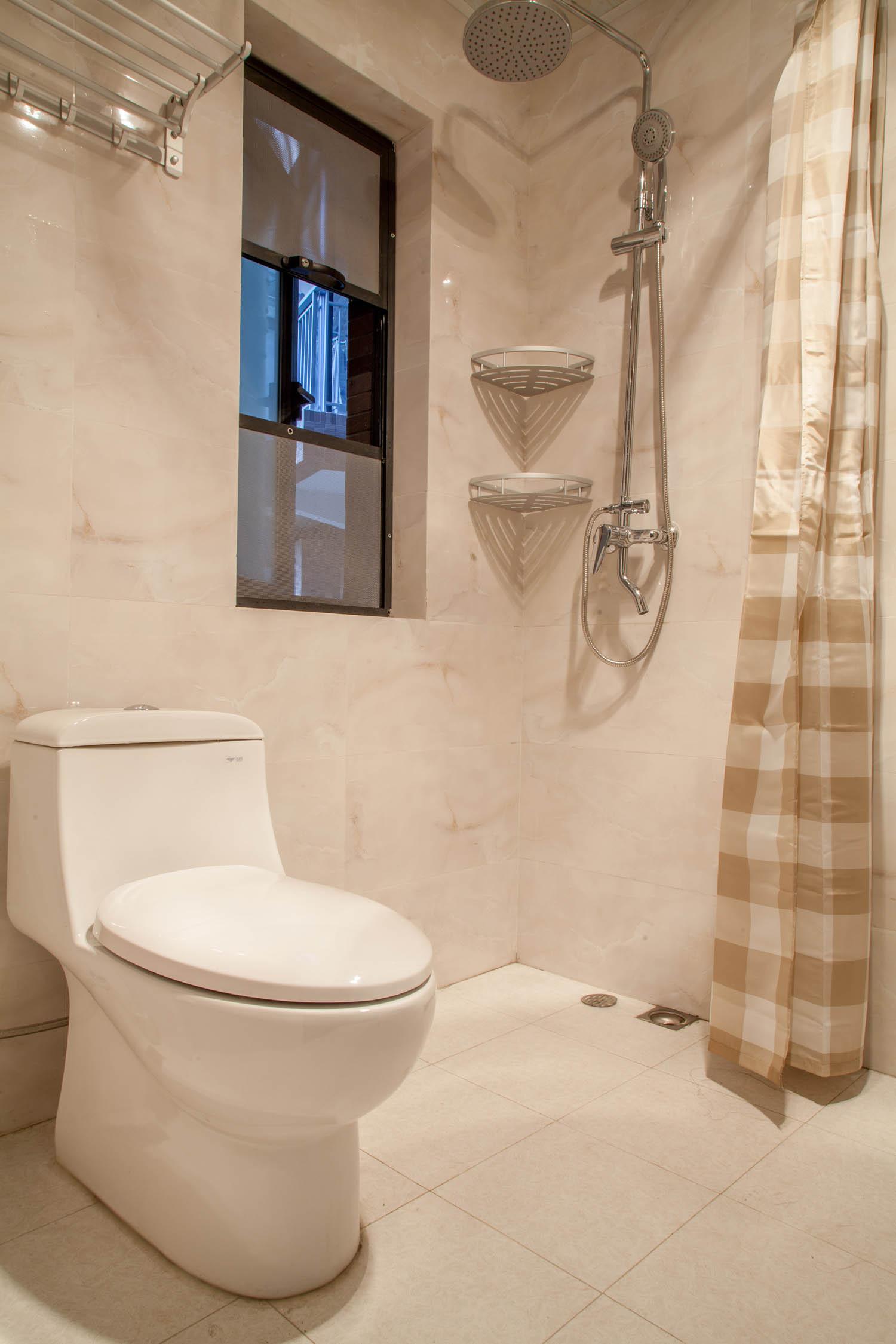 简约两居装修卫生间实景图