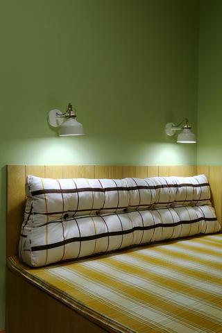 两居室简约之家床头壁灯图片
