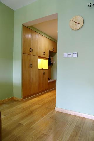 两居室简约之家玄关设计