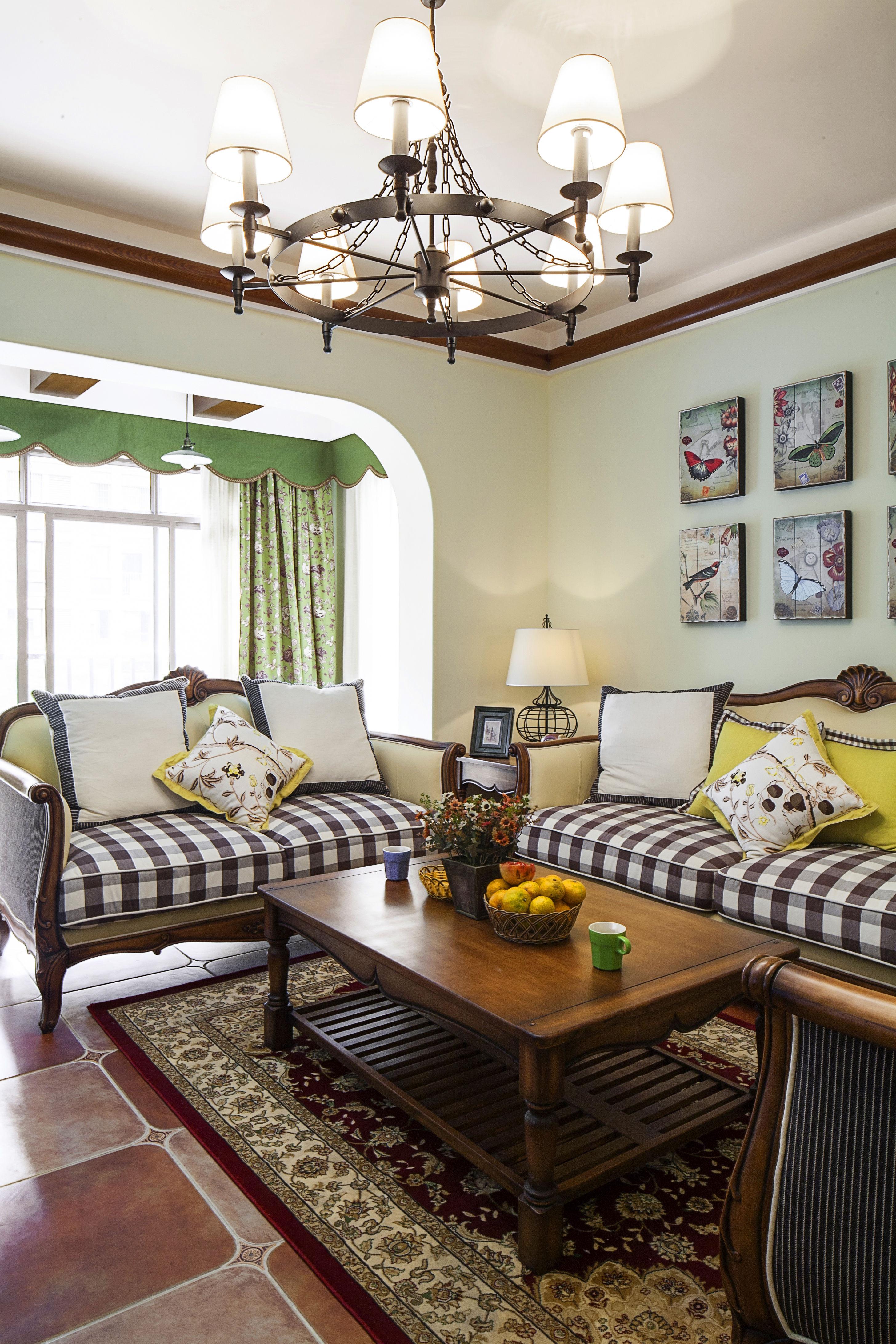 美式田园风格家沙发背景墙图片