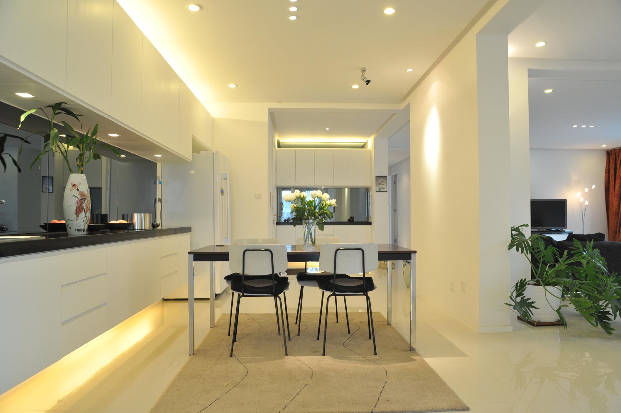 现代简约大户型设计餐厅吊顶
