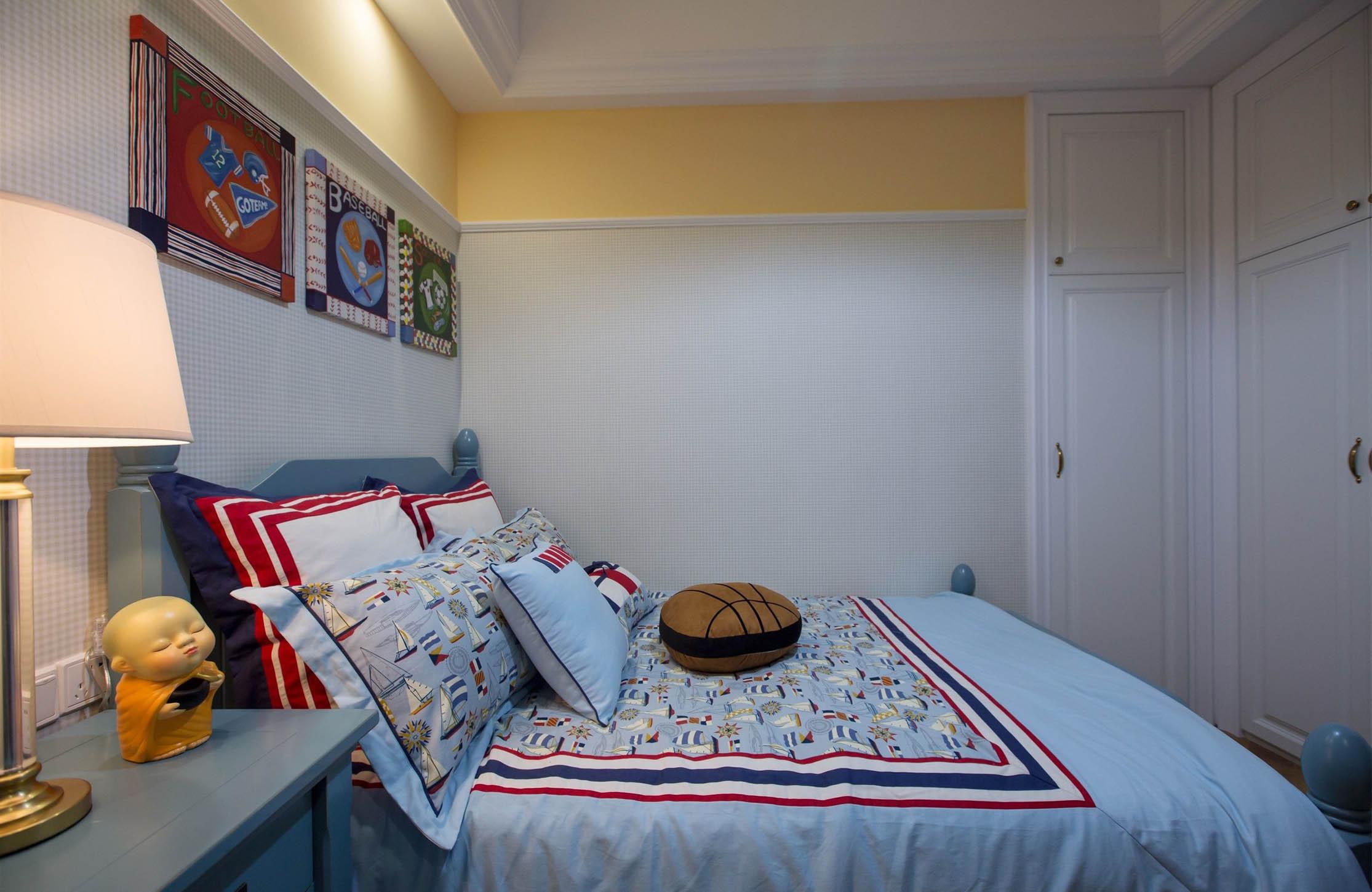 现代美式三居室装修床品图片