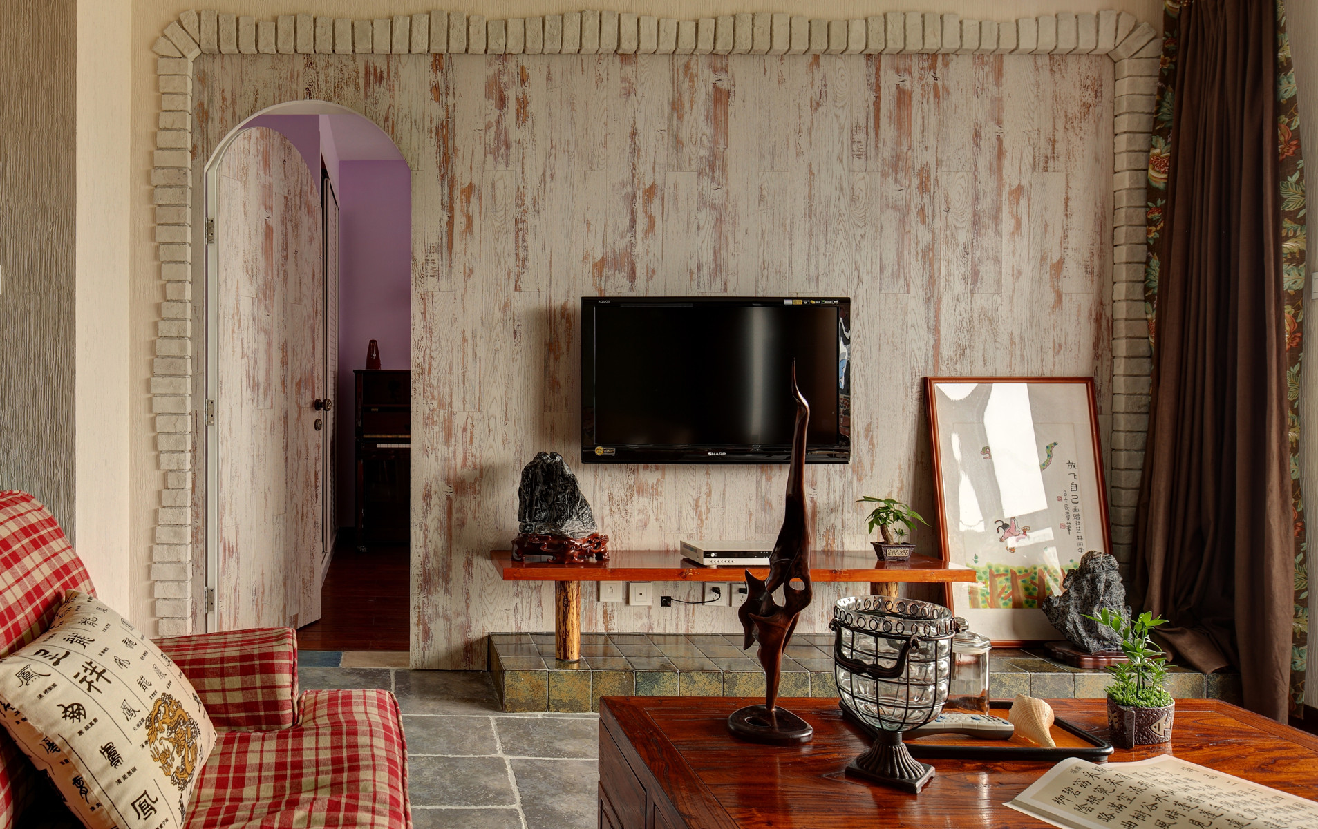130平混搭风格装修电视背景墙图片