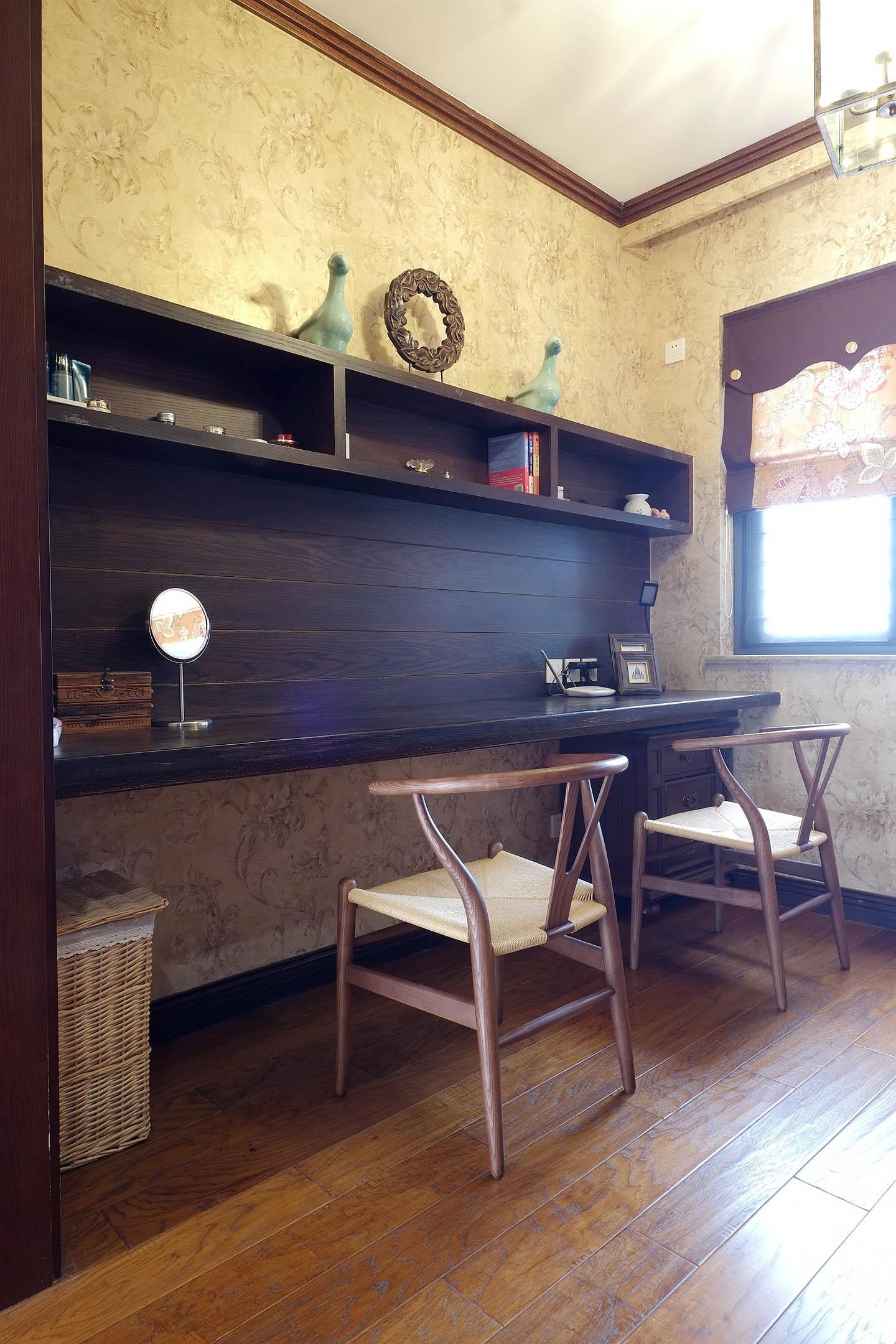 混搭风格四居室装修书桌图片