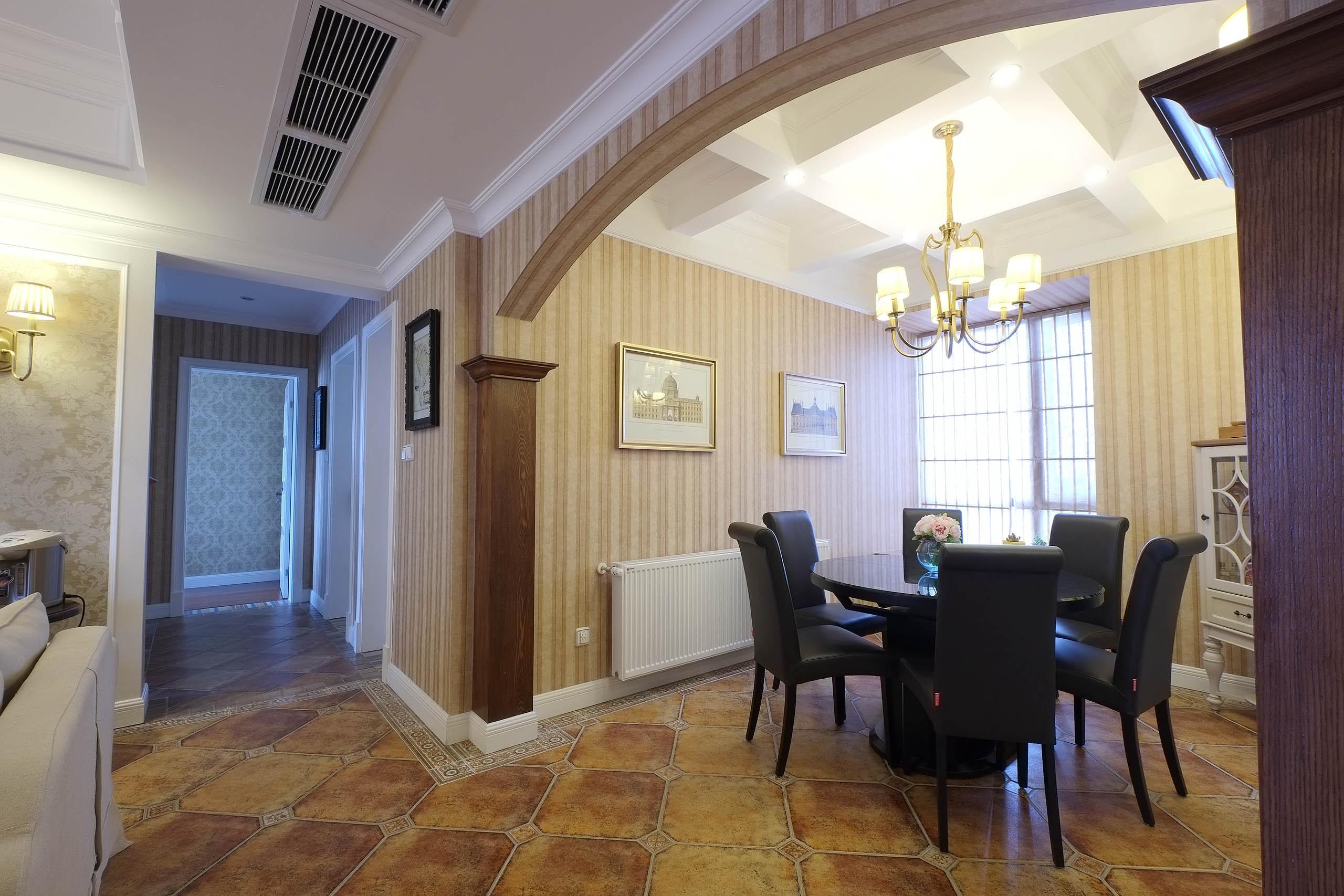 大气简洁美式三居装修餐厅吊顶
