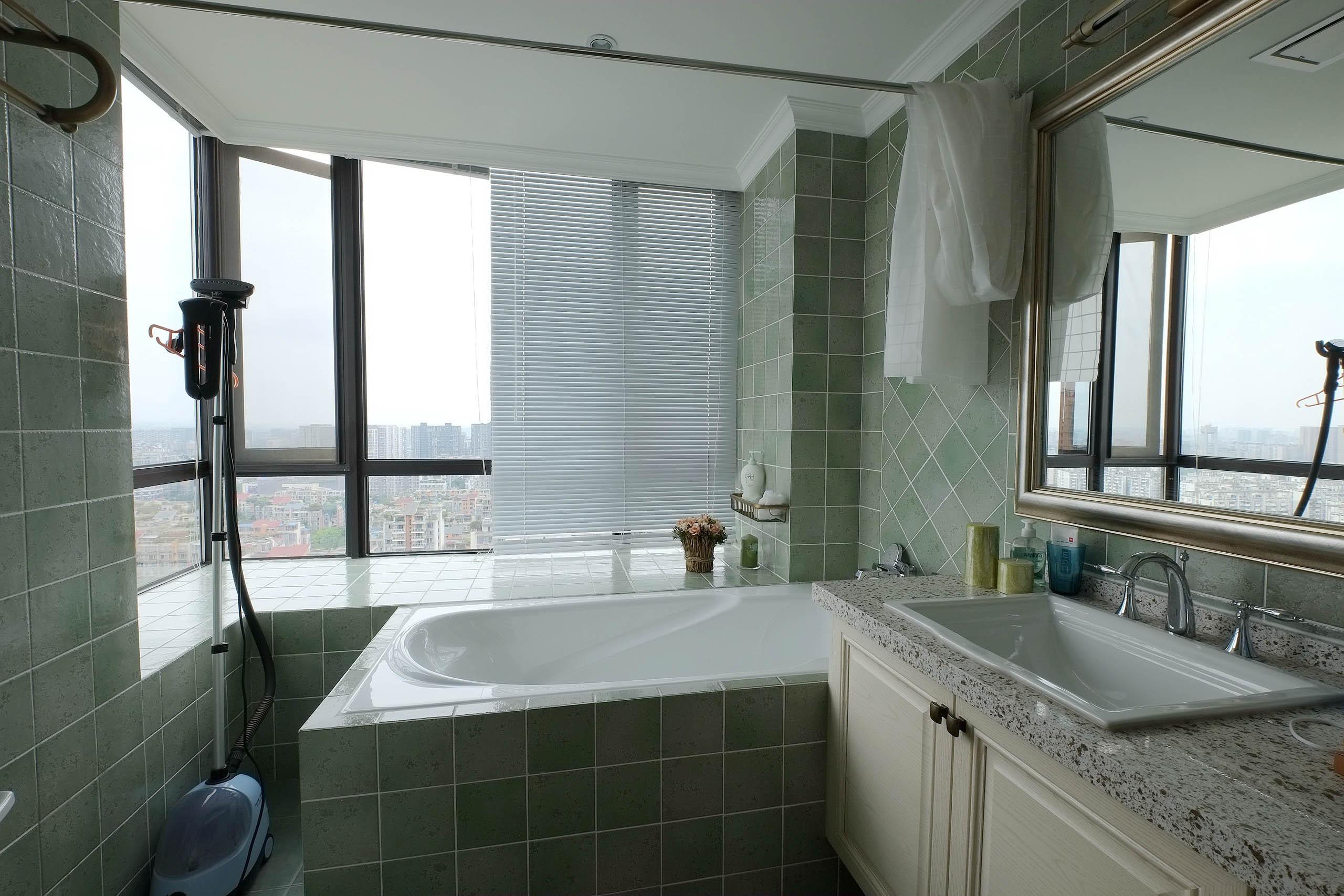 大气简洁美式三居装修卫生间装潢图
