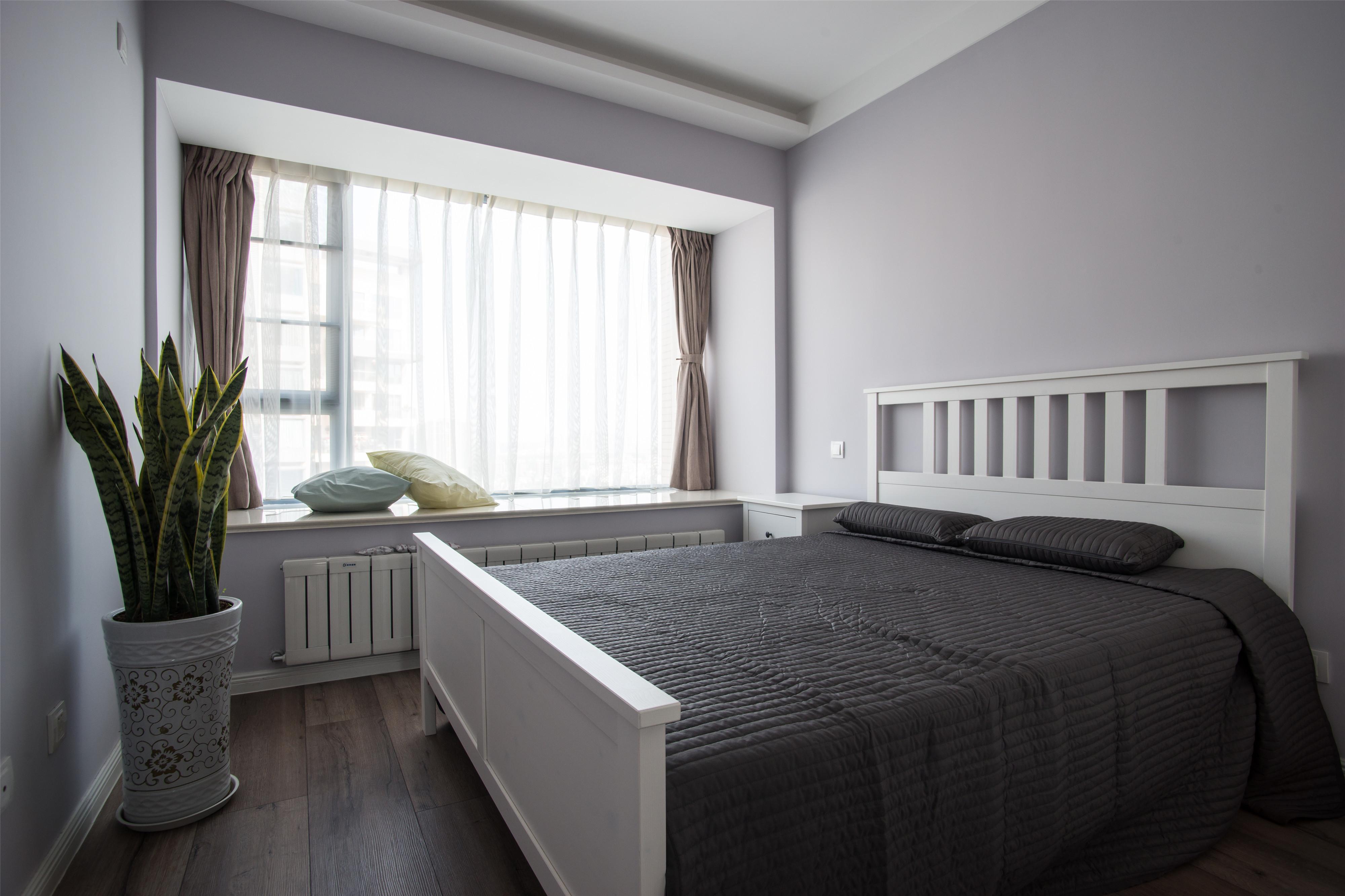 170平三居装修卧室设计图
