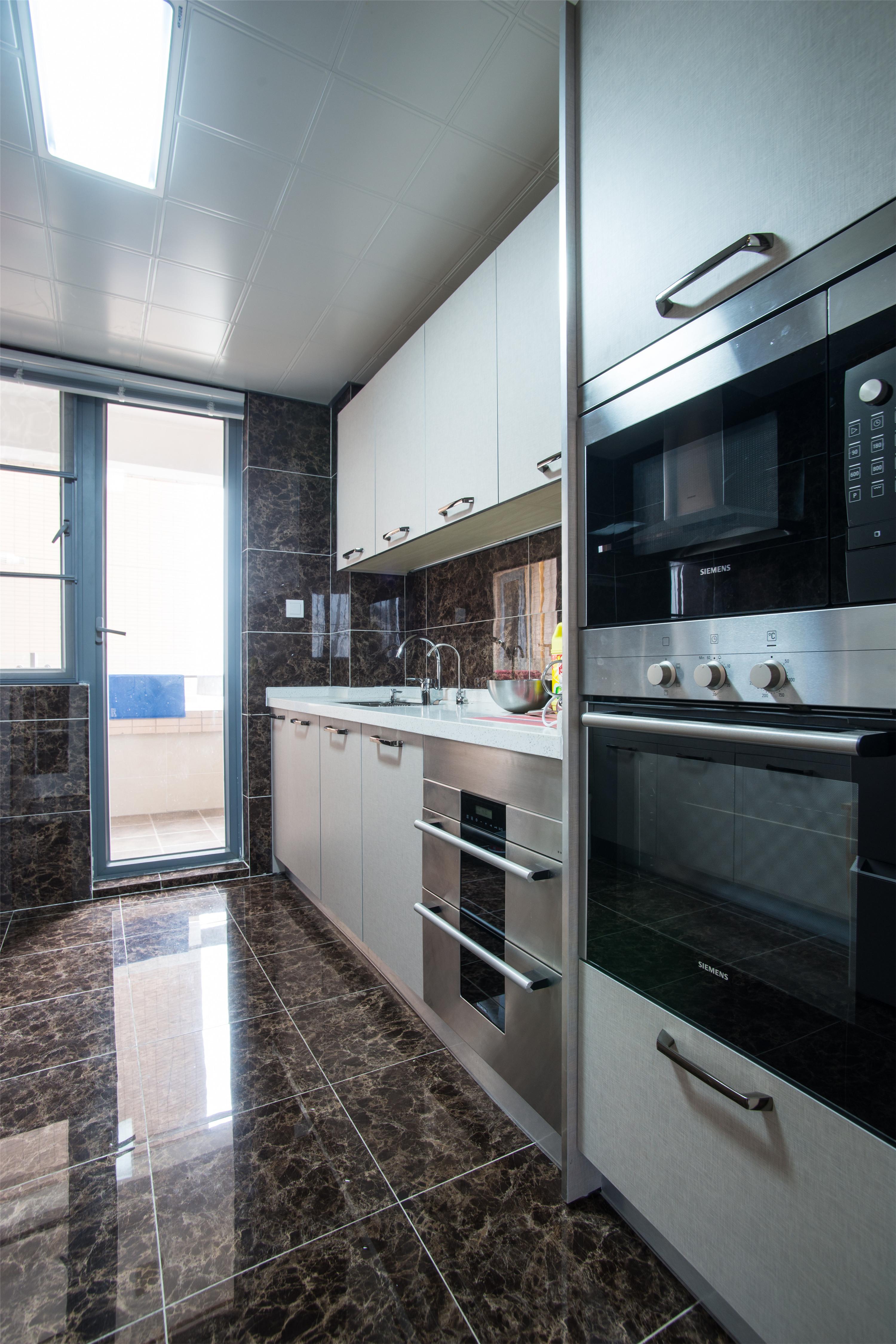 170平三居装修厨房实景图