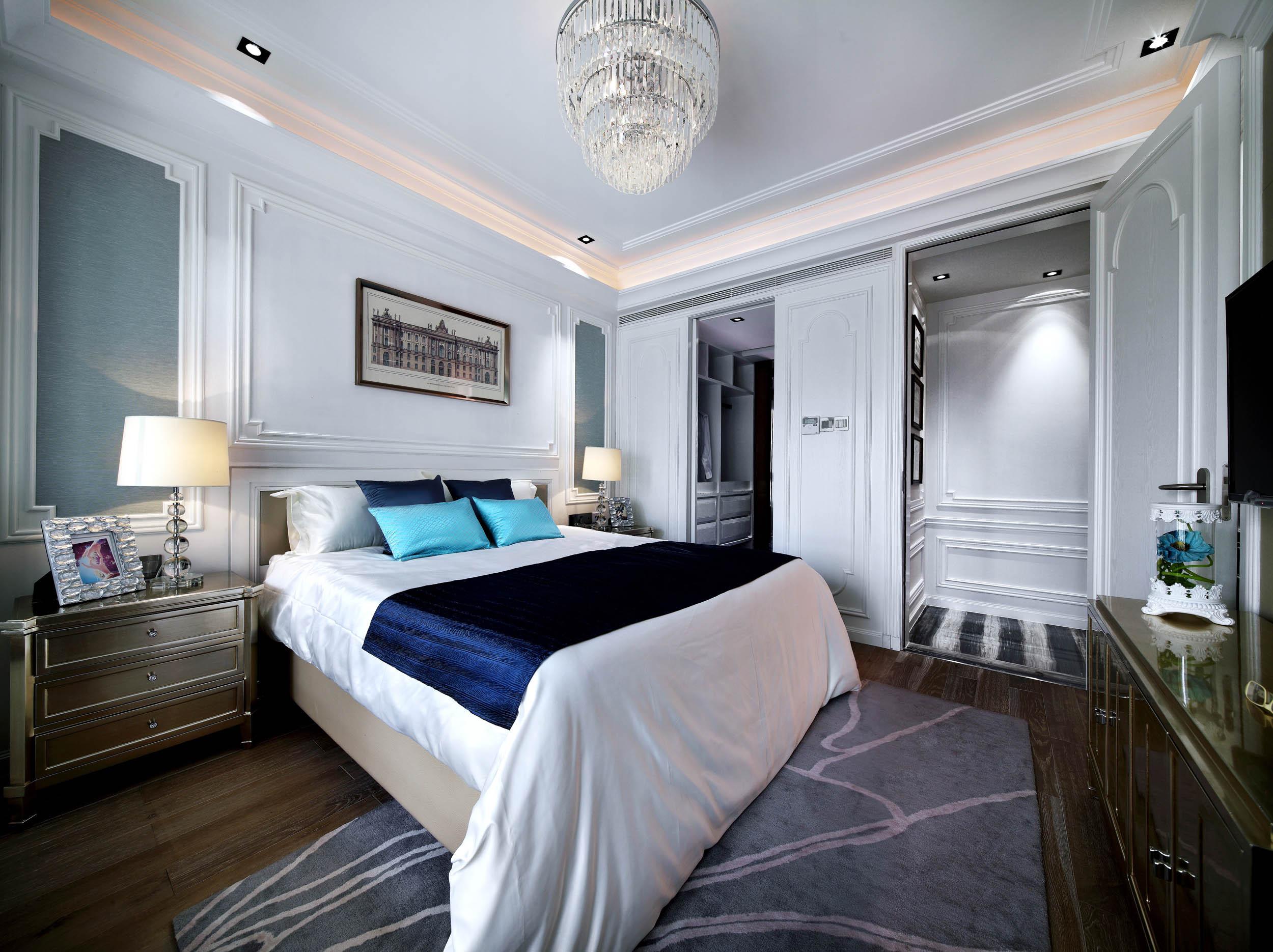 新古典四居装修卧室背景墙图片