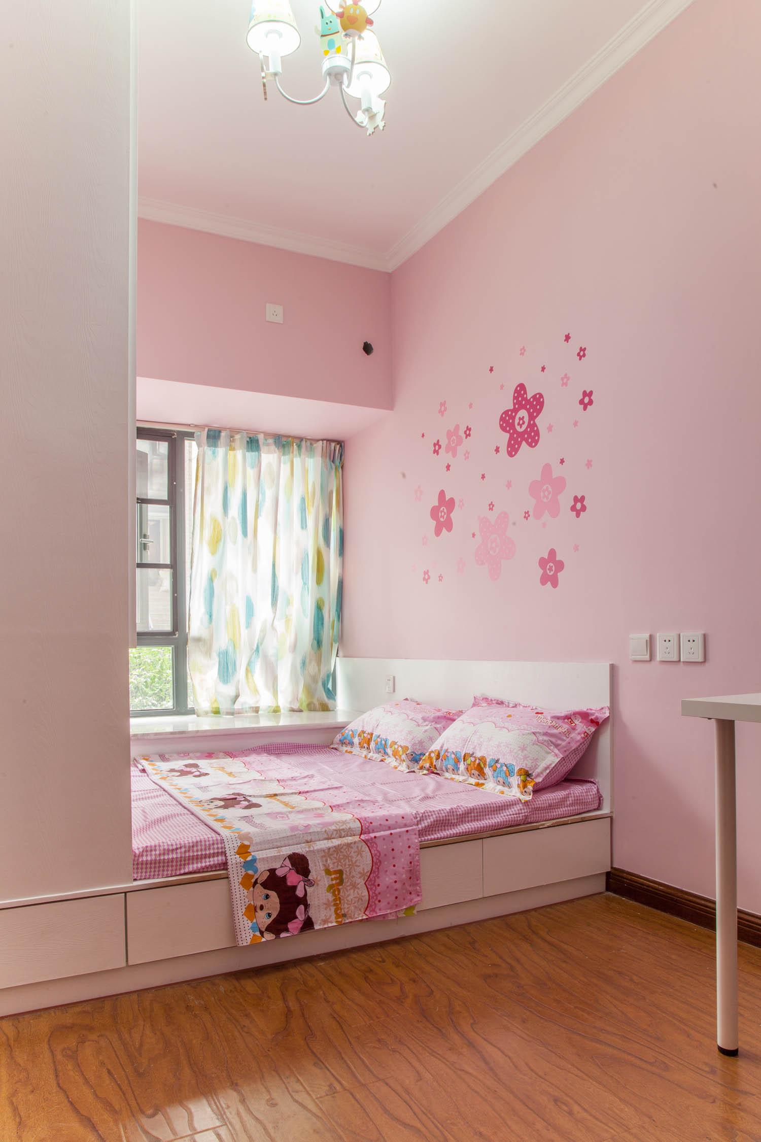 简约两居装修榻榻米床设计