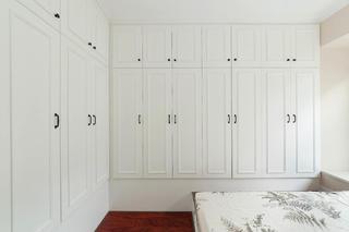 137平美式风格三居装修衣柜图片