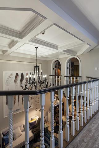 美式跃层装修客厅顶面造型图