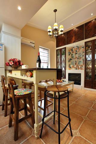 阁楼小美式之家餐厅布置图