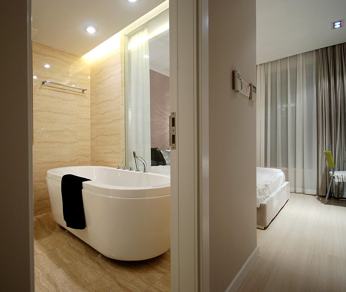 100平现代简约三居装修浴缸图片