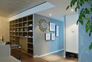 110平三居室装修玄关设计图