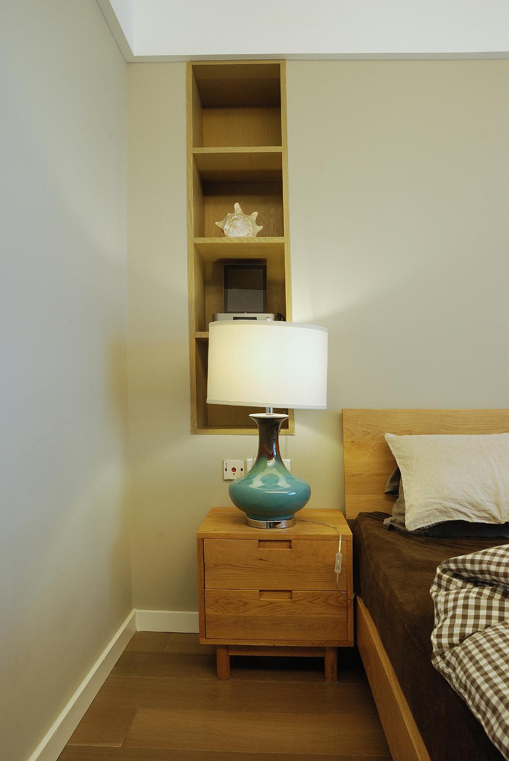 110平三居室装修床头柜图片