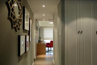 110平三居室装修走廊图片