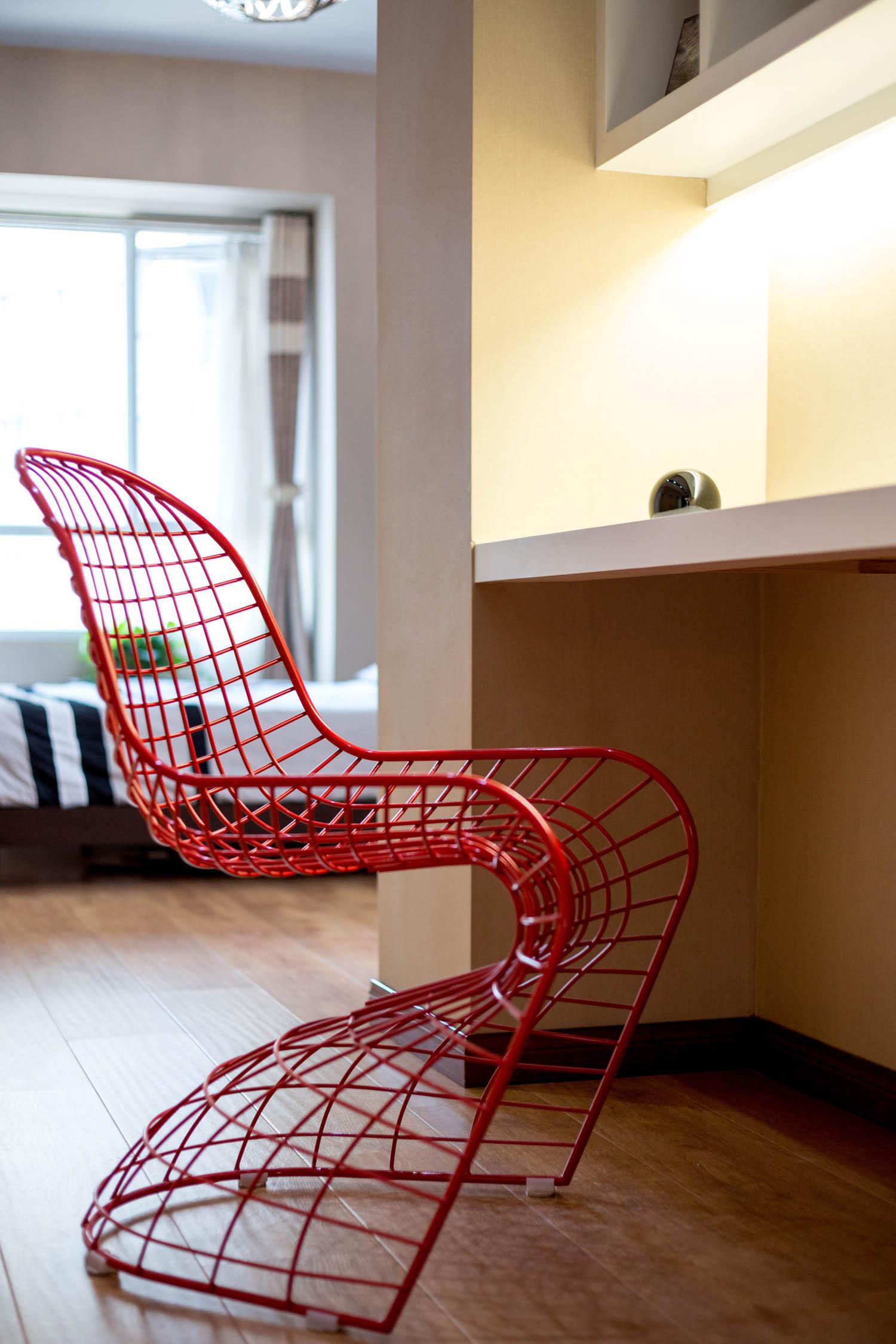 简约三居装修铁线椅设计